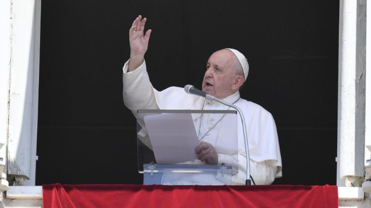 Francisco: o perdão de Deus gera paraíso. Apelo pelo trabalho