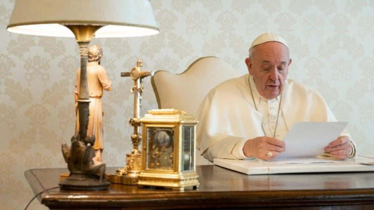 """O Papa aos sacerdotes idosos: """"A fragilidade pode nos aperfeiçoar e santificar"""""""